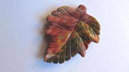 Pendentif feuille jaspe picasso